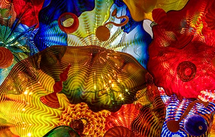 Dale Chihuly<br />Plafond persan<br />2008<br /><span style='font-weight:bold;color:red;'>4,5 x 8,5 m</span><br />San Francisco, de Young Museum<br />Photo Teresa Nouri Rishel<br>